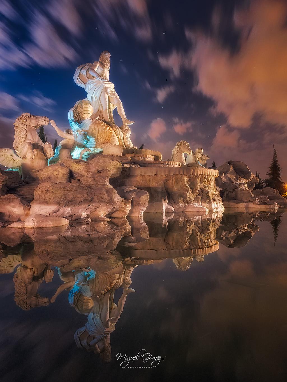 Reflejo en la Fontana de Trevi de Torrejon de Ardoz