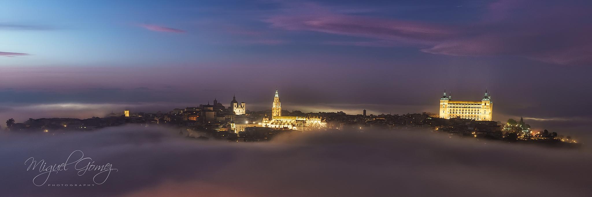 Toledo en la niebla
